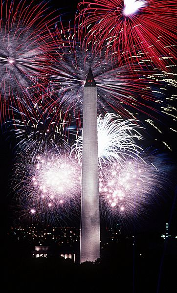 362px-Fourth_of_July_fireworks_behind_the_Washington_Monument,_1986